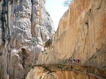 Vecchio e nuovo passaggio pedonale nel parco nazionale di EL Chorro Immagine Stock Libera da Diritti
