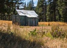 Vecchio edificio attiguo del ranch, paesaggio pastorale Immagini Stock