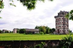 Vecchio edificio cinese di Kaiping Diaolou delle costruzioni di turismo Fotografie Stock