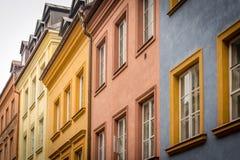 Vecchio edificio residenziale a Varsavia, Polonia fotografia stock libera da diritti