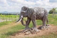 Vecchio elefante di scultura di legno immagini stock
