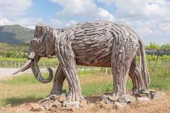 Vecchio elefante di scultura di legno fotografie stock libere da diritti