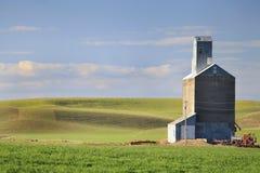 Vecchio elevatore di grano Immagini Stock Libere da Diritti