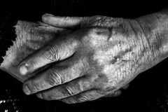 Vecchio equipaggia le mani Fotografia Stock Libera da Diritti
