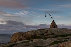 Vecchio faro fatto delle rocce, a Verdens Ende in Vestfold Norvegia Immagini Stock Libere da Diritti