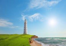 Vecchio faro sul litorale di mare Fotografie Stock Libere da Diritti