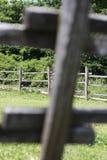 Vecchio fense rurale di legno del recinto per bestiame in prato Fotografia Stock Libera da Diritti