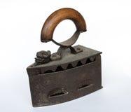 Vecchio ferro da stiro su fondo bianco Fotografie Stock Libere da Diritti