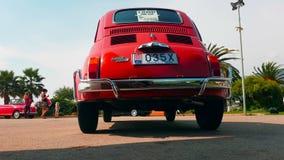 Vecchio Fiat 500 L retrovisione stock footage