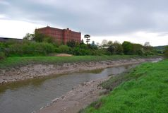 Vecchio fiume sporco Immagini Stock Libere da Diritti