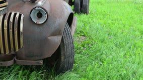 Vecchio fondo d'annata del camion dell'azienda agricola archivi video