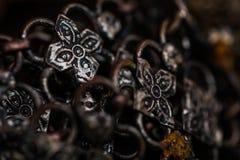 Vecchio fondo d'argento del braccialetto immagini stock