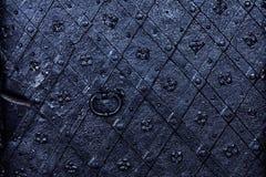 Vecchio fondo della porta del ferro, dettagliato immagine stock libera da diritti