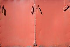 Vecchio fondo delle porte di gabinetto del ghisa Immagine Stock Libera da Diritti