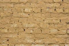 Vecchio fondo giallo indossato del muro di mattoni Immagini Stock Libere da Diritti