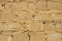 Vecchio fondo giallo indossato del muro di mattoni Immagini Stock