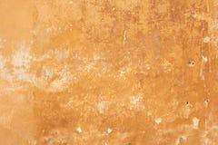 Vecchio fondo sbiadito giallo di struttura della parete immagine stock