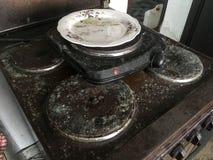 Vecchio, fornello inutilizzato, sporco e ammuffito fotografie stock