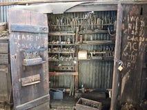 Vecchio gabinetto di strumento del macchinista della ferrovia Immagini Stock Libere da Diritti