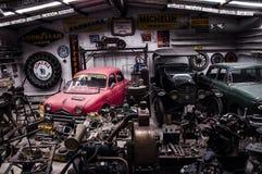Vecchio garage Immagini Stock