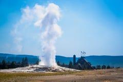 Vecchio geyser fedele che scoppia al parco nazionale di yellowstone Immagini Stock