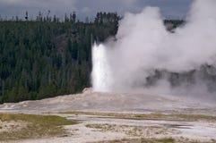 Vecchio geyser fedele del Yellowstone immagine stock libera da diritti