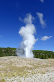 Vecchio geyser fedele, parco nazionale di Yellowstone, Wyoming Fotografie Stock Libere da Diritti