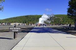 Vecchio geyser fedele, parco nazionale di Yellowstone, Wyoming Fotografia Stock Libera da Diritti