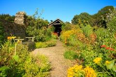 Vecchio giardino inglese del paese Fotografie Stock Libere da Diritti