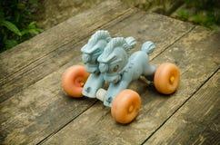 Vecchio giocattolo d'annata del cavallo dell'Unione Sovietica Fotografie Stock
