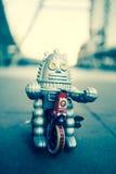 Vecchio giocattolo del robot, stile d'annata di colore Immagine Stock