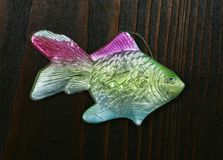 Vecchio giocattolo di carta dell'albero di Natale dello XVIII secolo sotto forma di pesce Fotografia Stock Libera da Diritti