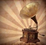 Vecchio grammofono bronze sull'annata Fotografia Stock