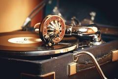 Vecchio grammofono del giradischi Immagini Stock