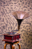Vecchio grammofono dell'annata dei giradischi Immagini Stock Libere da Diritti