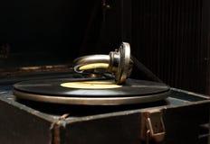 Vecchio grammofono della rarità con il record Immagine Stock
