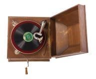 Vecchio grammofono di legno contro priorità bassa bianca Fotografia Stock Libera da Diritti