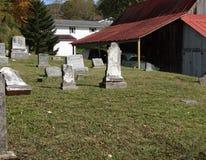 Vecchio granaio in cimitero Fotografie Stock Libere da Diritti