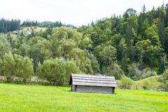 Vecchio granaio di legno nei Carpathians Fotografia Stock