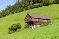 Vecchio granaio di legno tradizionale in alpi zillertal in Tirol Austria Fotografia Stock Libera da Diritti