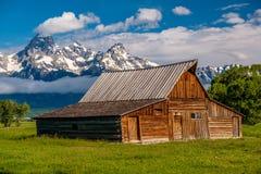 Vecchio granaio in grandi montagne di Teton Immagine Stock Libera da Diritti