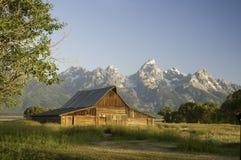 Vecchio granaio mormonico nel Wyoming vicino ai tetons immagini stock libere da diritti