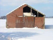 Vecchio granaio nell'inverno Fotografie Stock Libere da Diritti
