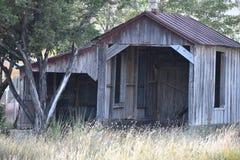 Vecchio granaio stagionato nel Texas orientale immagine stock libera da diritti