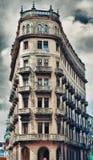 Vecchio grattacielo coloniale di Avana con i balconi Fotografia Stock