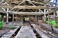 Vecchio ha distrutto un'azienda agricola abbandonata nella regione di Krasnodar fotografia stock libera da diritti