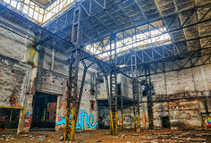 Vecchio ha distrutto un fabryka.HDR abbandonato fotografia stock