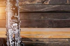 Vecchio ha ispezionato i bordi di legno fondo con spazio per tex Immagine Stock