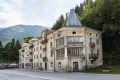 Vecchio hotel abbandonato a Serra Bridge a Belluno, Italia Immagini Stock Libere da Diritti