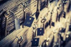 Vecchio hotel con le chiavi per le stanze Fotografie Stock Libere da Diritti